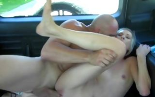 Petite girlfriend Tysen Rich fucking loud in car