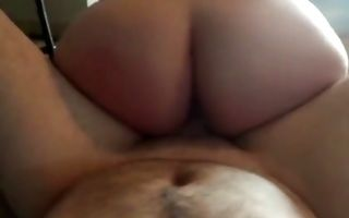 Fat brunette girlfriend gets pussy banged doggystyle